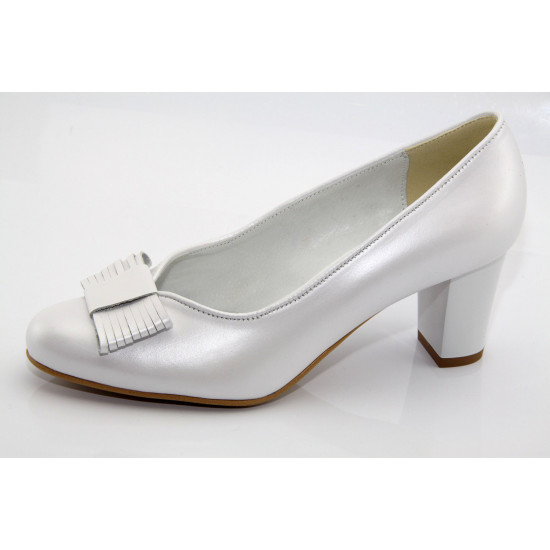 Gyöngyház fényű fehér esküvői cipő Stella